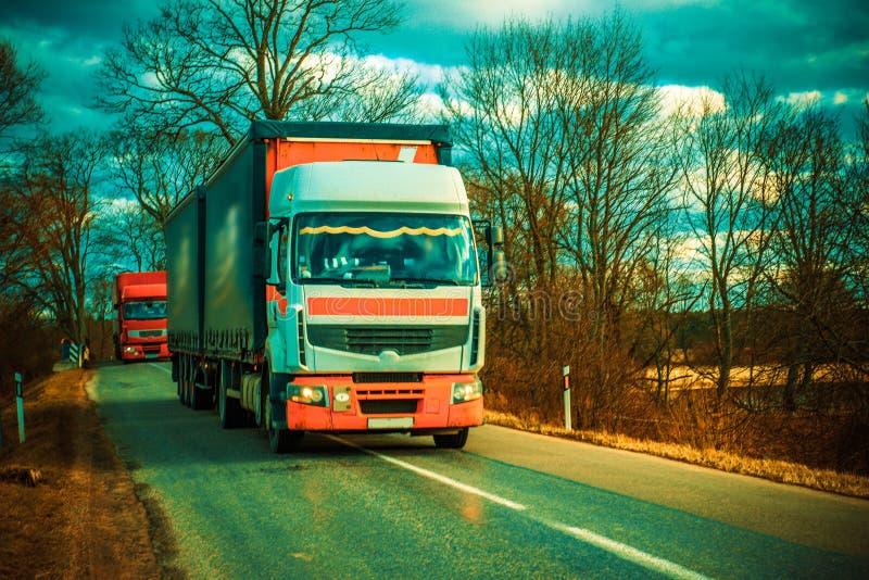 Camion su una strada immagini stock libere da diritti