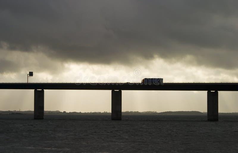Download Camion sul ponticello fotografia stock. Immagine di movimento - 215420