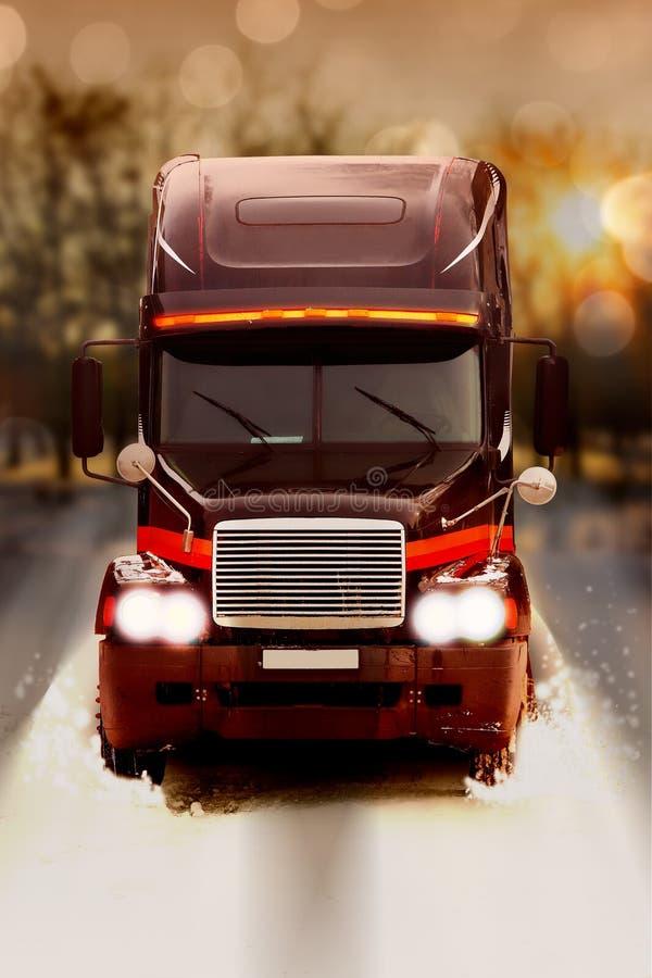 Camion sulla notte della strada 3 di inverno immagini stock