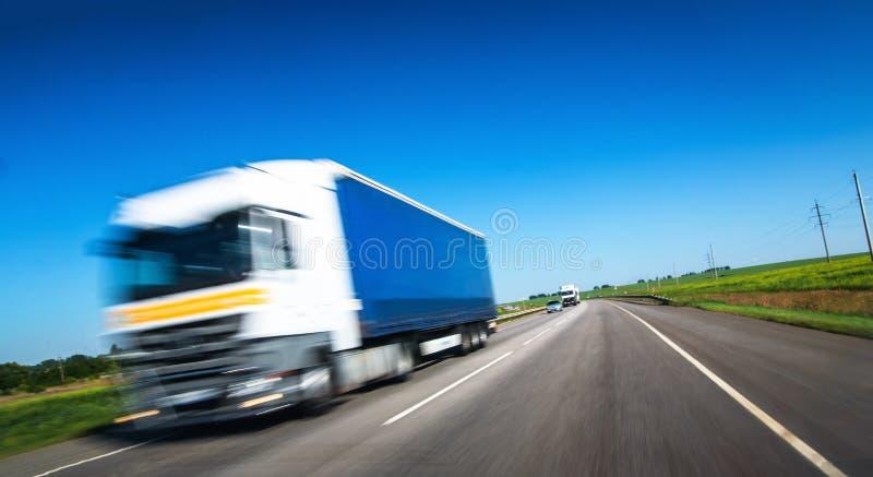 Camion sulla strada immagini stock
