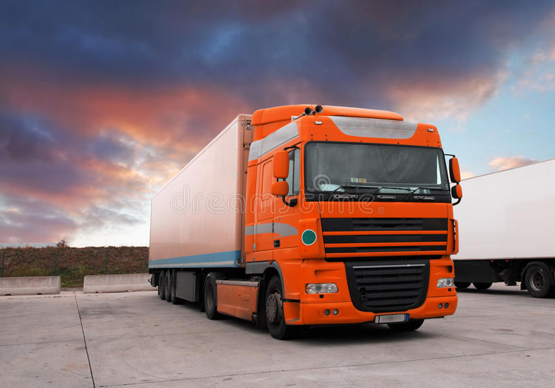 Camion a sunet fotografia stock libera da diritti