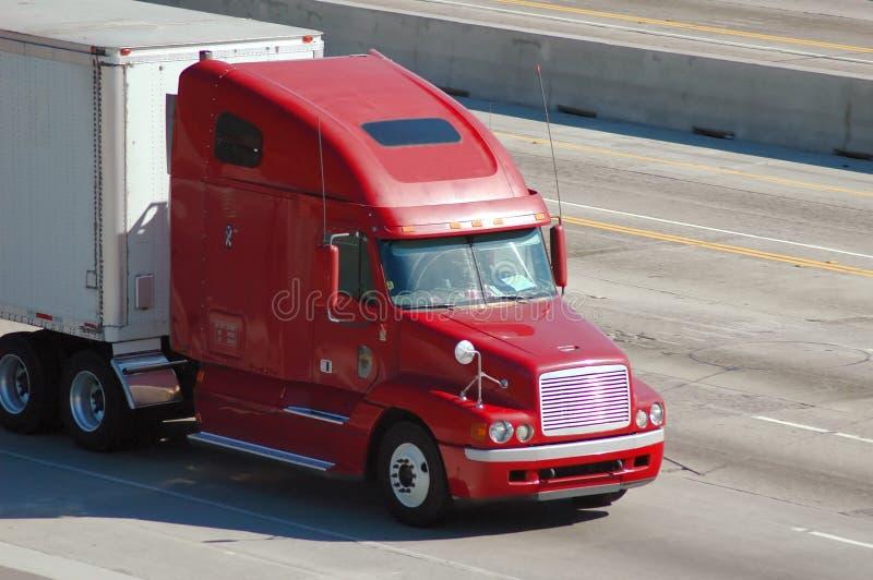 Camion sur l'autoroute photo libre de droits