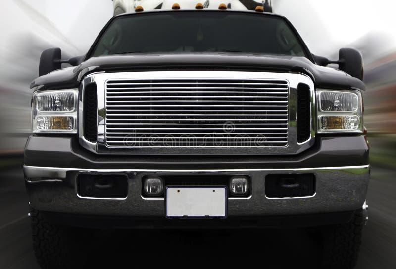 Camion sur le mouvement photo stock