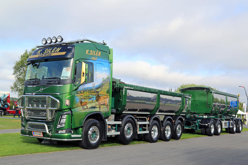 camion verde di manifestazione di volvo fh16 750 immagine stock