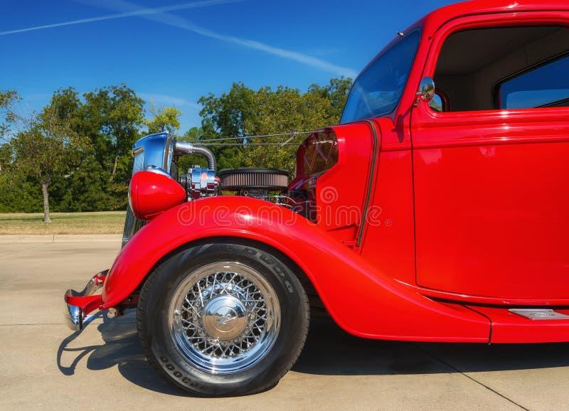 Camioncino di Ford di rosso 1935 immagine stock