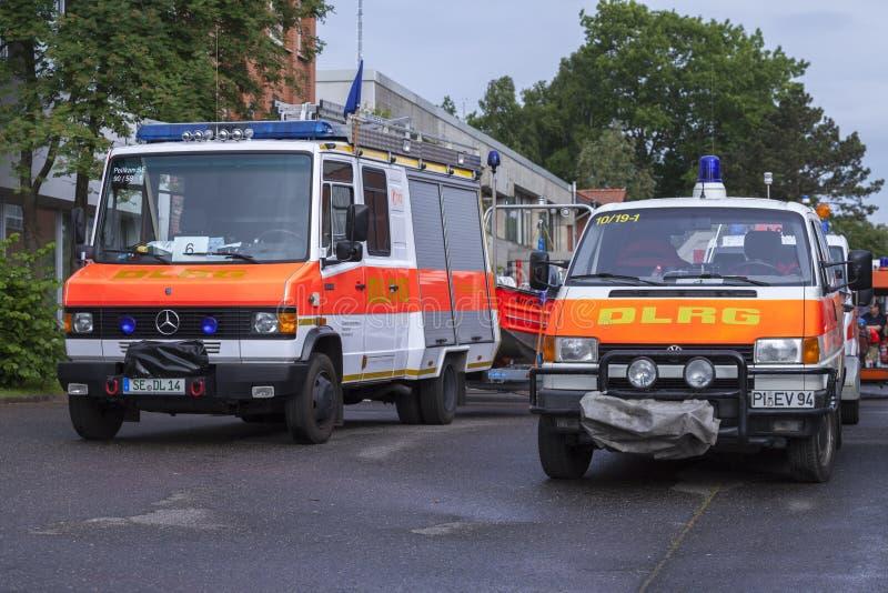 Camiones alemanes alemanes de Association del salvavidas de DLRG foto de archivo