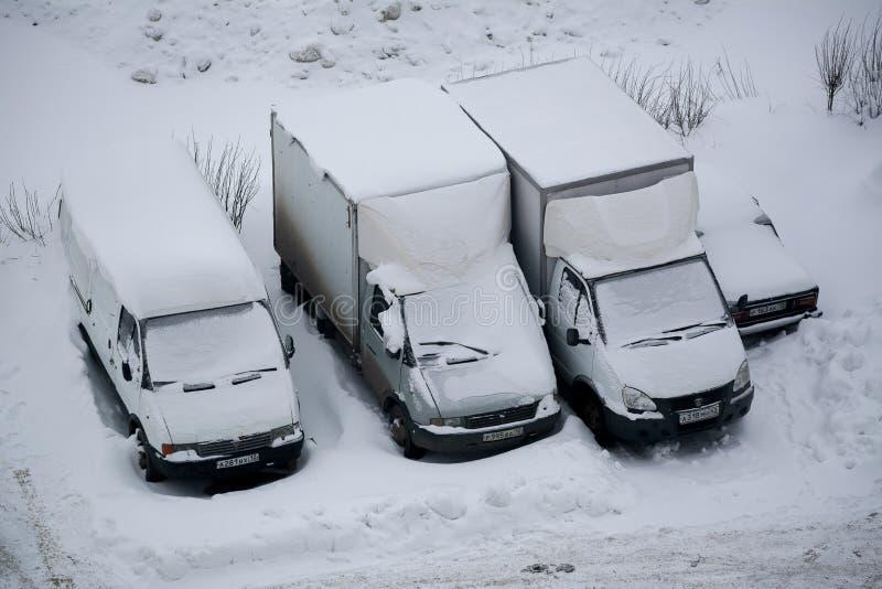 Camiones cubiertos con nieve fotografía de archivo
