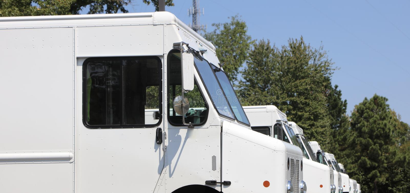Camiones de reparto del correo fotografía de archivo libre de regalías
