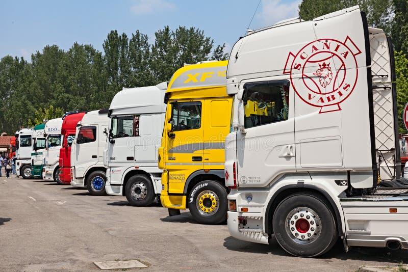Camiones del tractor remolque imagen de archivo libre de regalías