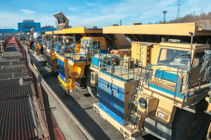 Camiones en las reparaciones imagen de archivo libre de regalías