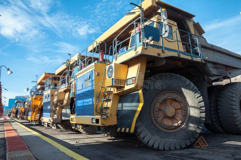 Camiones en las reparaciones imagen de archivo