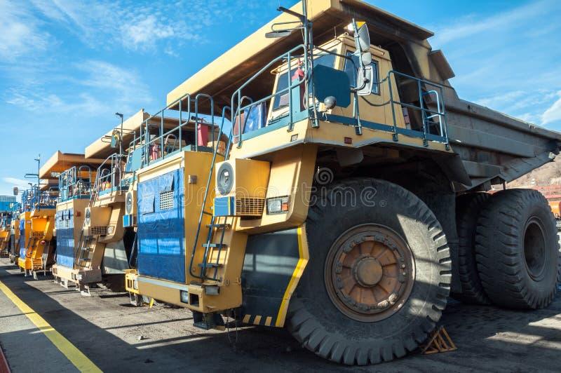 Camiones en las reparaciones fotografía de archivo libre de regalías