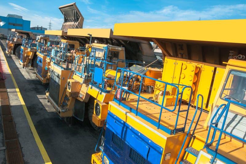 Camiones en las reparaciones fotos de archivo libres de regalías