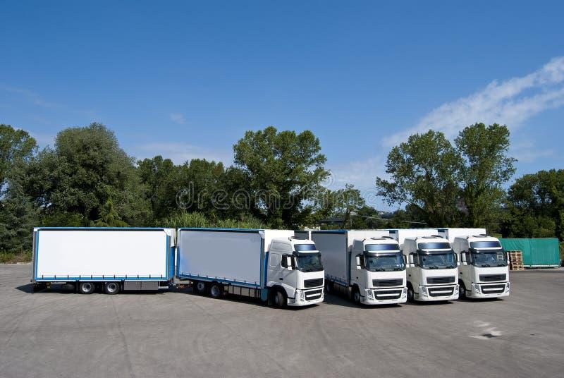Camiones y petrolero imagenes de archivo