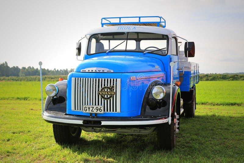 Camioneta pickup azul de Volvo N88 imágenes de archivo libres de regalías