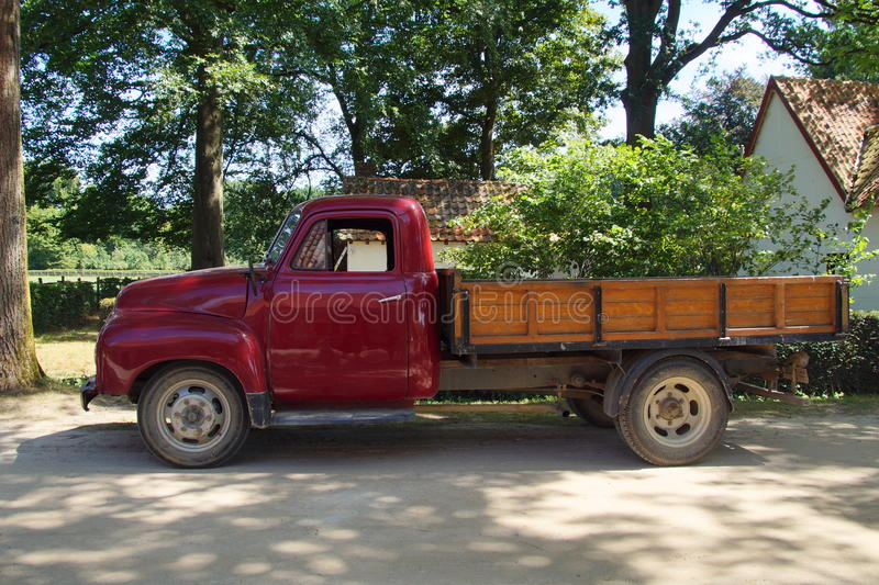 camioneta pickup de los años 50 - Opel Blitz 1 75T - vista lateral fotos de archivo libres de regalías
