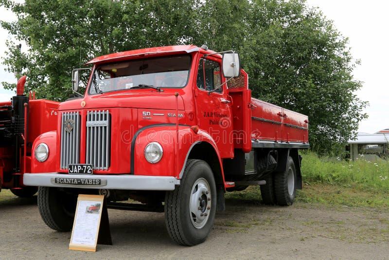 Camioneta pickup roja clásica de Scania L50 imagenes de archivo