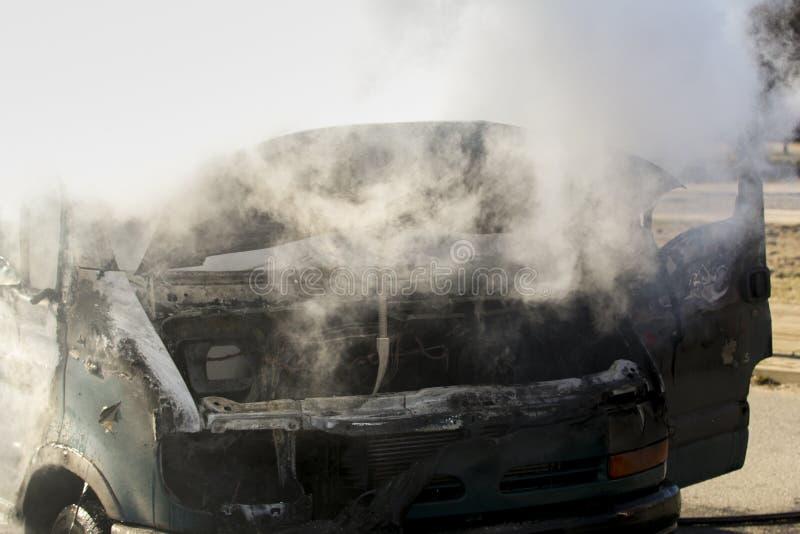 Camionete ardente foto de stock royalty free