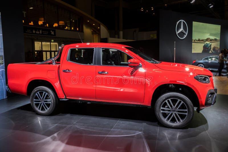 Camionete do luxo da X-classe de Mercedes Benz fotos de stock