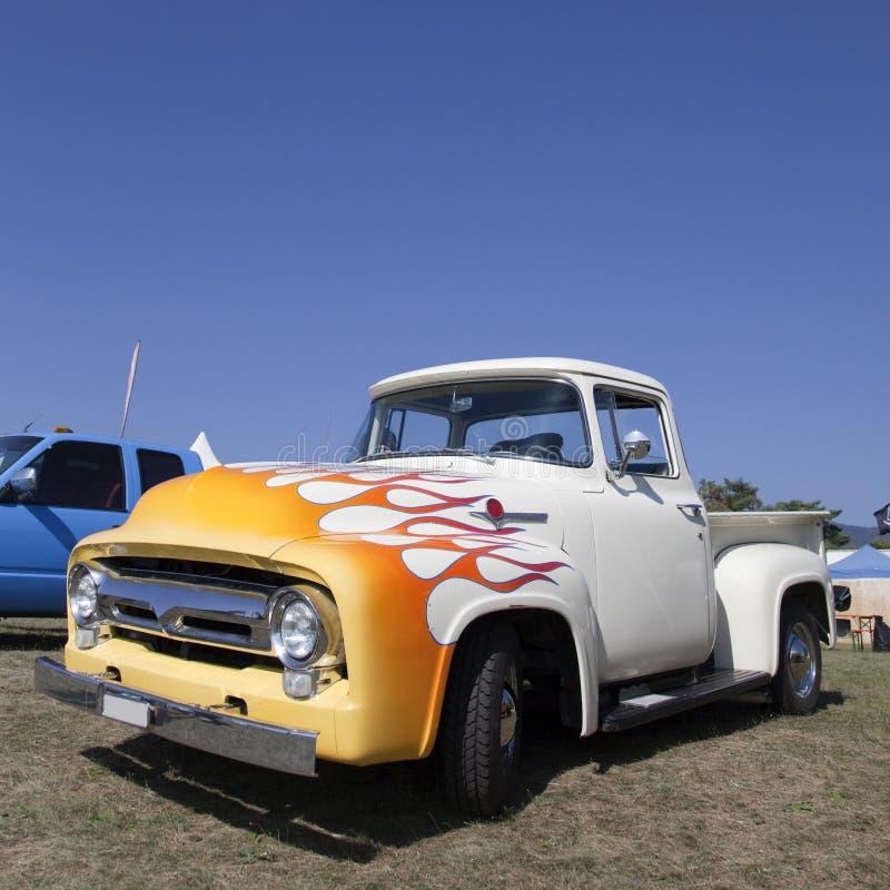 camionete dos anos 50 fotos de stock