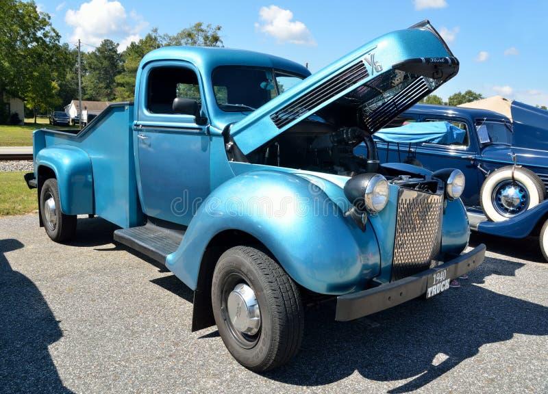 Camionete na feira automóvel imagens de stock royalty free