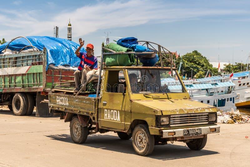 Camionete no porto velho de Paotere de Makassar, Sulawesi sul, Indonésia imagem de stock