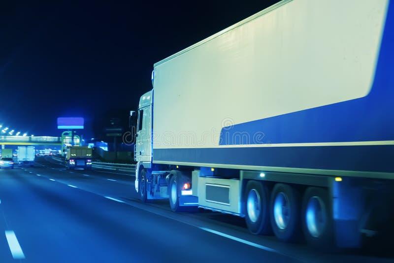 a camionete transporta os bens fotografia de stock