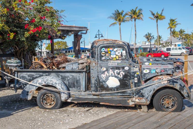Camionete velho de General Motors dentro imagem de stock