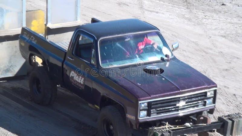 Camionetes, caminhões leves, veículos video estoque