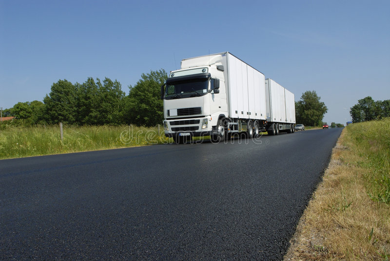 Camionnage dans la campagne photos libres de droits