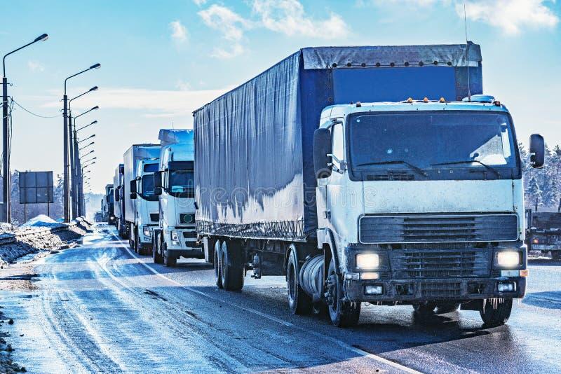 Camions de fret sur la route photo libre de droits