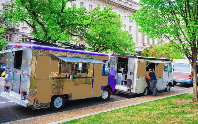 Camions de nourriture dans la rue du Washington DC photo stock