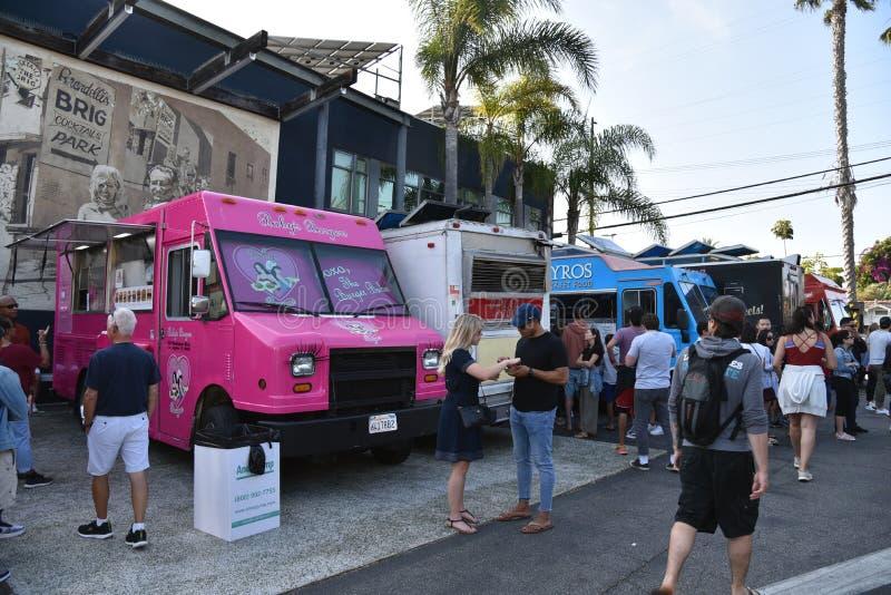 Camions de nourriture premier vendredi à Venise la Californie image stock