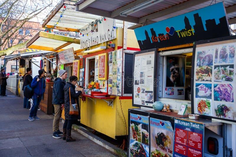 Camions et chariots de nourriture de Portland Orégon photographie stock libre de droits