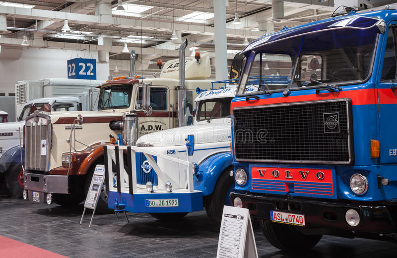 Camions historiques de Volvo et de Kenworth photo libre de droits