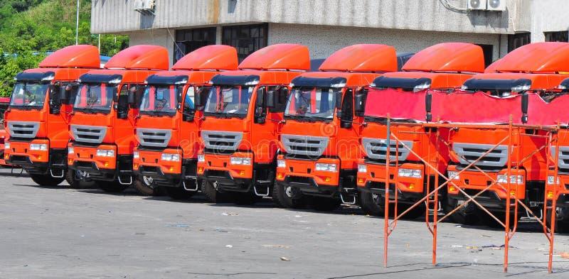 Camions lourds dans la ligne photographie stock libre de droits