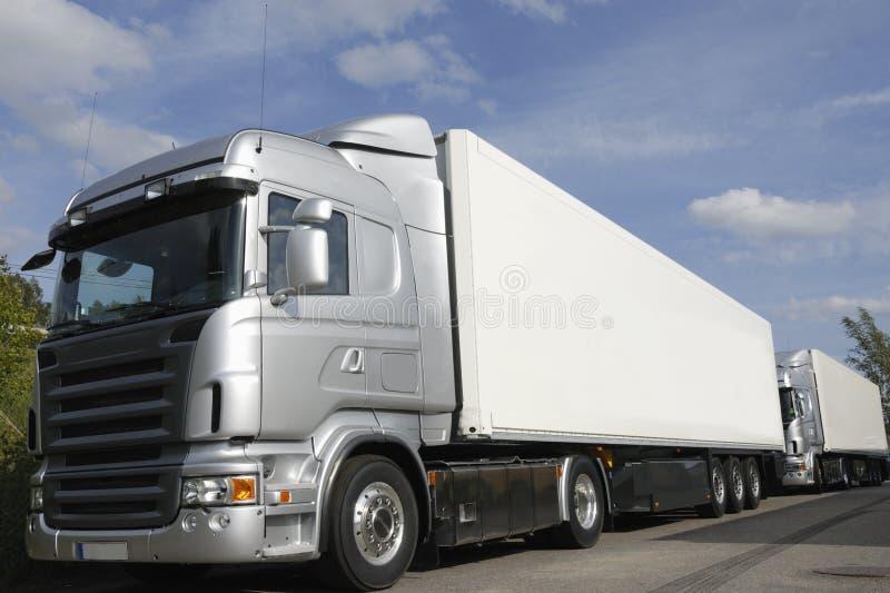 Camions neufs Silver-grey photographie stock libre de droits