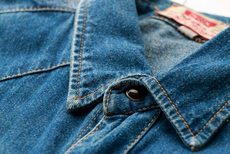 Camisa azul del dril de algodón foto de archivo