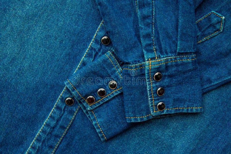 Camisa azul del dril de algodón foto de archivo libre de regalías