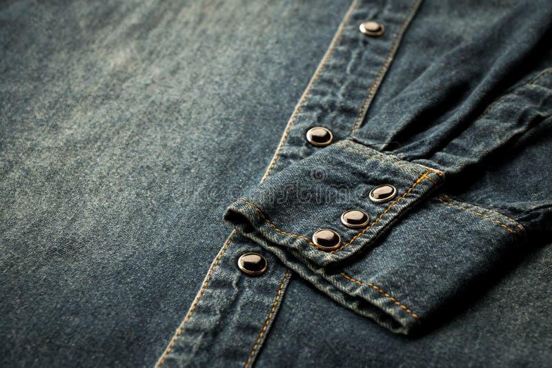 Camisa azul del dril de algodón fotos de archivo