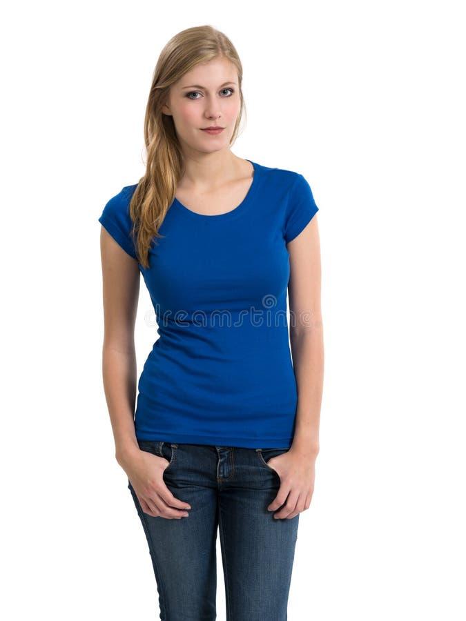 Camisa azul vazia vestindo loura nova foto de stock