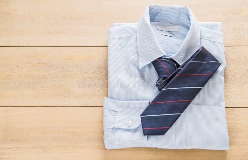 Camisa con la corbata fotos de archivo libres de regalías