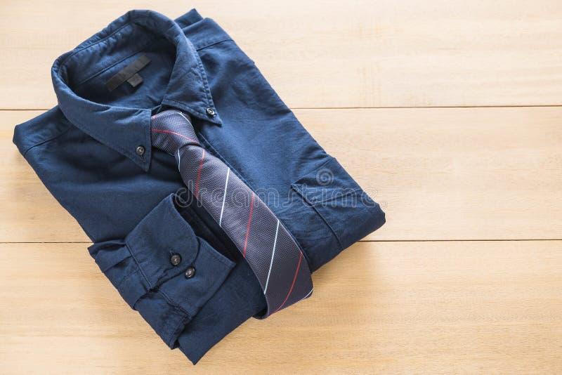 Camisa con la corbata foto de archivo
