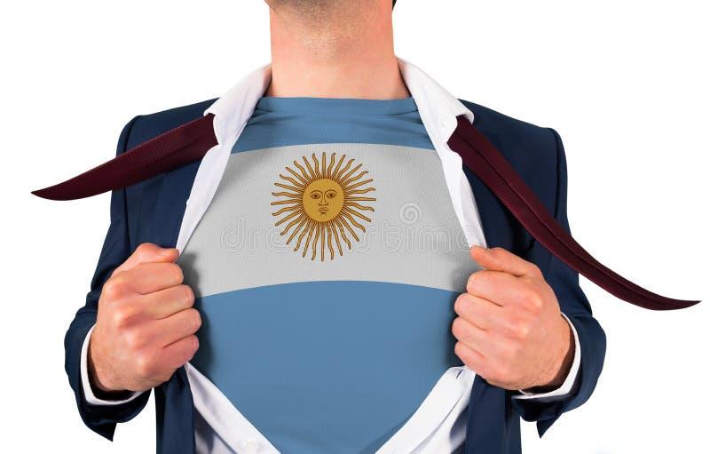 Camisa da abertura do homem de negócios para revelar a bandeira de Argentina fotografia de stock royalty free