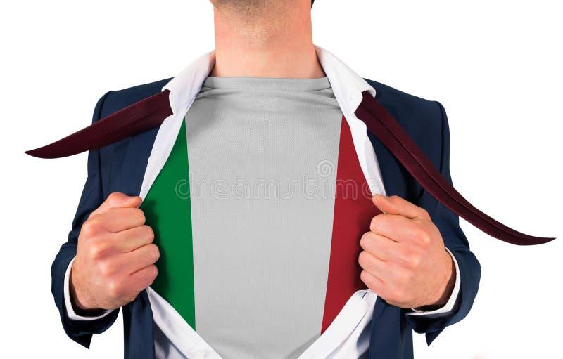 Camisa da abertura do homem de negócios para revelar a bandeira de Italia foto de stock royalty free