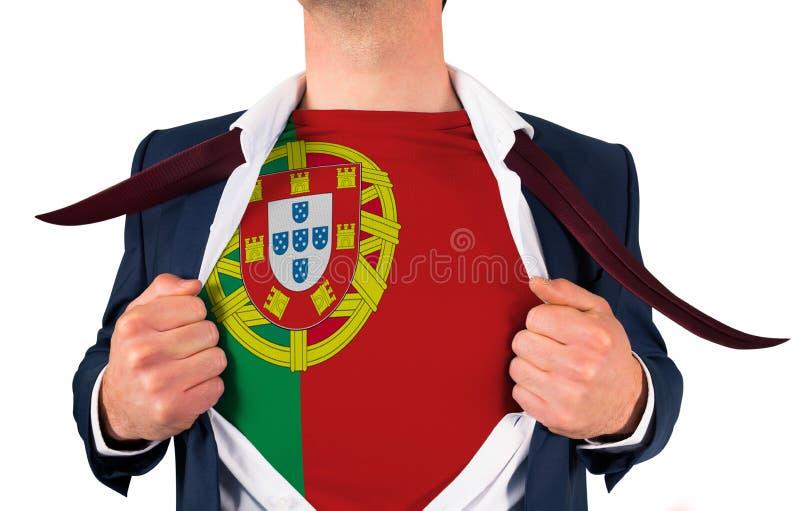 Camisa da abertura do homem de negócios para revelar a bandeira de Portugal fotografia de stock