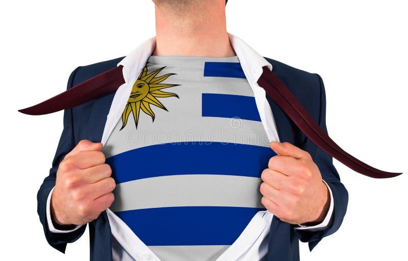 Camisa da abertura do homem de negócios para revelar a bandeira de Uruguai fotografia de stock royalty free
