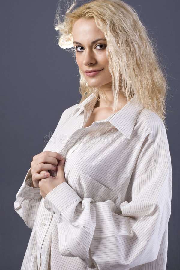 Camisa dos noivos fotos de stock royalty free