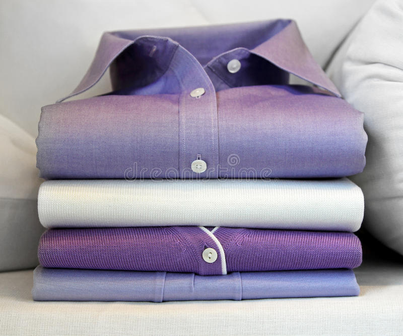 Camisa roxa imagem de stock