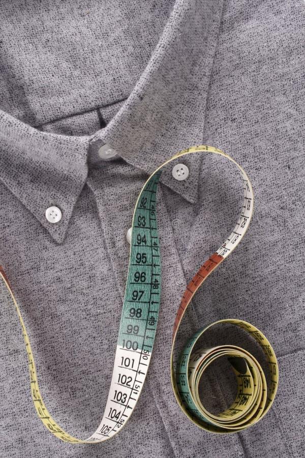 Camisa y cinta métrica foto de archivo libre de regalías